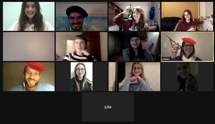 Zoom call in virtual Paris- Woyago Teambuilding - young people are posing for french style picture