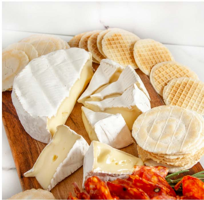 Cheese plate with crackers and salami