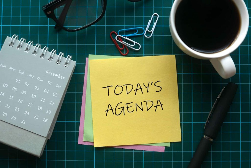 A yellow sticky note with the words today's agenda written on it